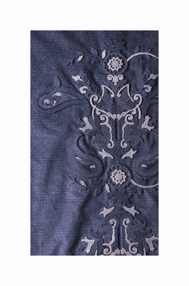 Floral embroidery with a velvet effect