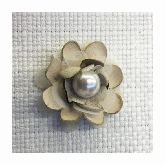 Little flower made in natural leather petals thermoformed and a central pearl