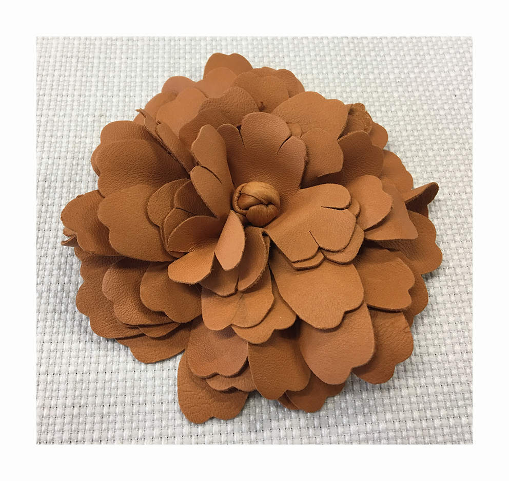 Maxi flower in laser treated leather and sewn with a multilayer technique.