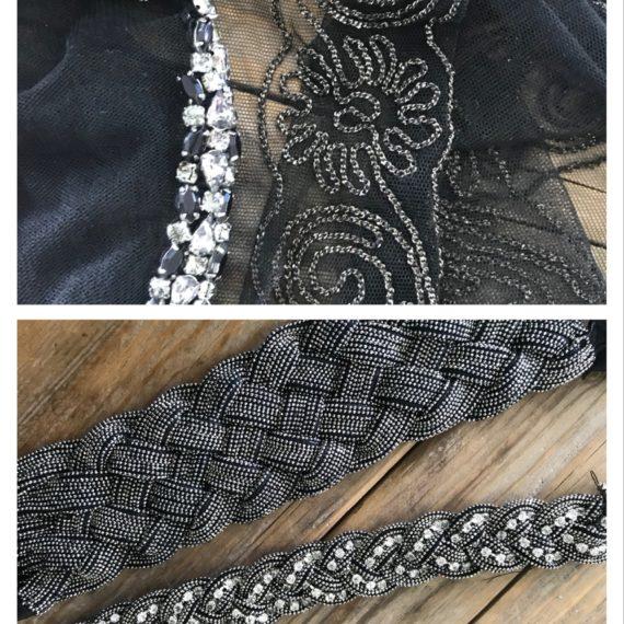 Ceintures décorées avec strass sertis, chaînes diamantées et chaînes avec des strass.